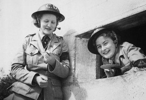 Наблюдатели за минами на берегу реки Брисбен. Ноябрь 1942 г.