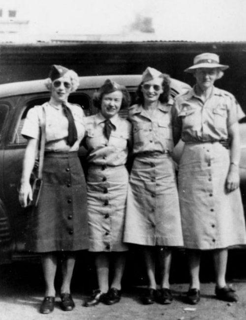 Женщины-водители WNEL, известные как «Четыре мушкетера». Брисбен,1944 г.