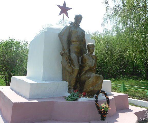 с. Бучалки Кимовского р-на. Памятник, установленный на братской могиле, в которой похоронены советские воины, погибшие в годы войны.