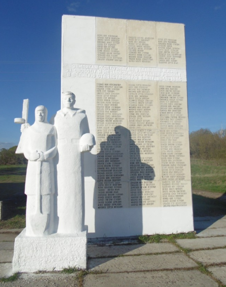 д. Вишневая Кимовского р-на. Памятник, установленный на братской могиле, в которой похоронены советские воины, погибшие в годы войны.