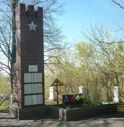 п. Епифань Кимовского р-на. Памятник, установленный на братской могиле, в которой похоронены советские воины, погибшие в годы войны.