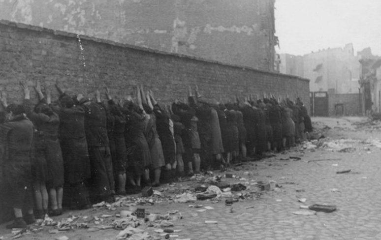 Арест евреев после подавления восстания. Май 1943 г.