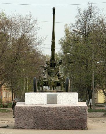 г. Кимовск. Памятник-пушка по улице Парковой.