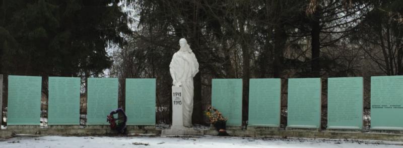 с. Архангельское Ясногорского р-на. Памятник погибшим односельчанам, установленный в 1969 году.