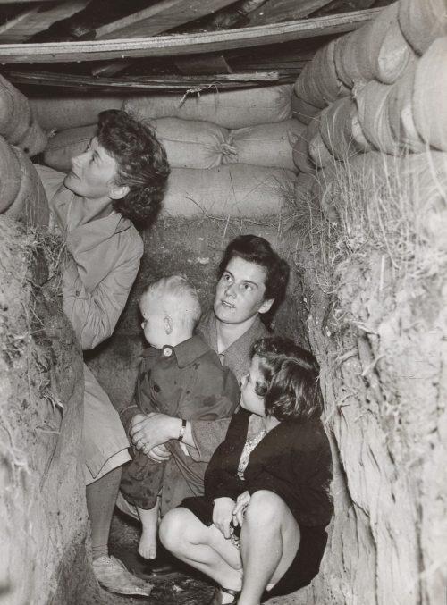 Женщины в укрытии. Мельбурн 1942 г.