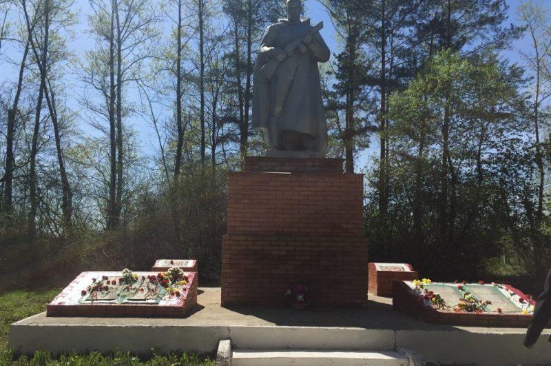 с. Денисово Ясногорского р-на. Памятник погибшим односельчанам, установленный в 1969 году.
