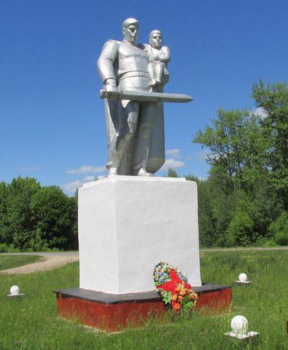 п. Арсеньево Веневского р-на. Памятник, установленный на братской могиле, в которой похоронены советские воины.