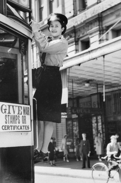 Трамвайная проводница. Мельбурн 1944 г.