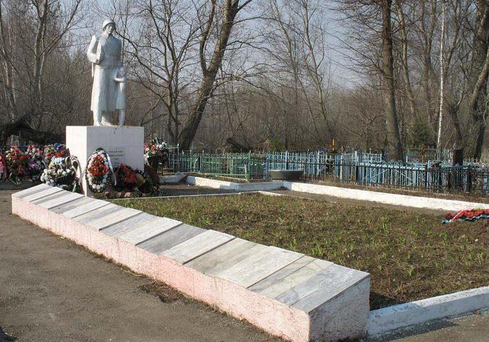 г. Венёв. Памятник, установленный у братских могил, в которых похоронены советские воины.