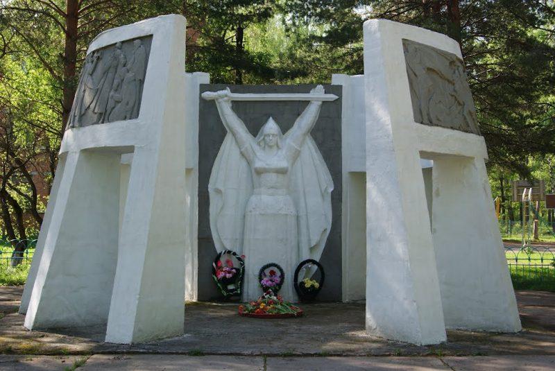 п. Ревякино Ясногорского р-на. Памятник погибшим односельчанам, установленный в 1969 году.