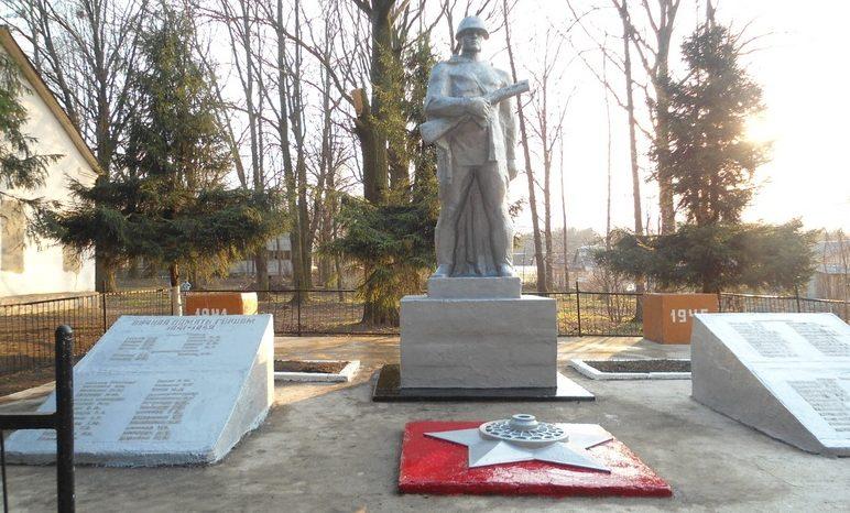 п. Санталовский Ясногорского р-на. Памятник погибшим односельчанам, установленный в 1971 году.