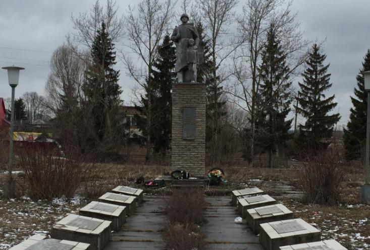 д. Тайдаково Ясногорского р-на. Памятник погибшим односельчанам, установленный в 1983 году.