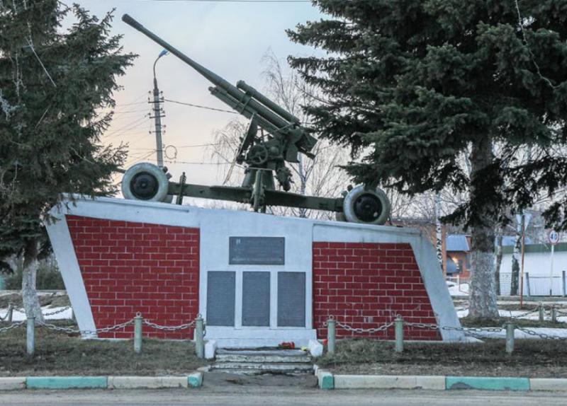 г. Венев. Монумент «Пушка», установленный в 1966 голу в честь воинов 732-го зенитно-артиллерийского полка, погибшим при обороне города в ноябре 1941 г.