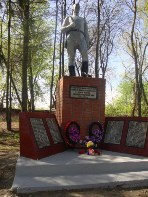 д. Тормино Ясногорского р-на. Памятник погибшим односельчанам, установленный в 1973 году.