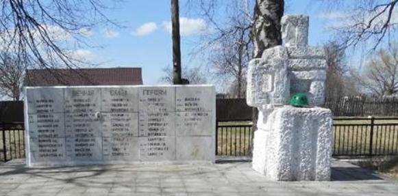 д. Грызловка Венёвского р-на. Памятник, установленный на братской могиле, в которой похоронены советские воины.