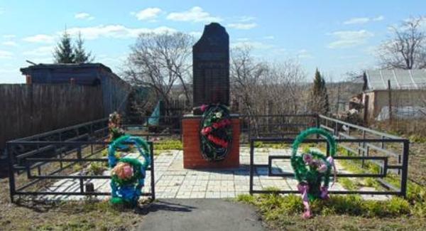 д. Гурьево Венёвского р-на. Памятник, установленный на братской могиле, в которой похоронены советские воины, погибшие в годы войны.