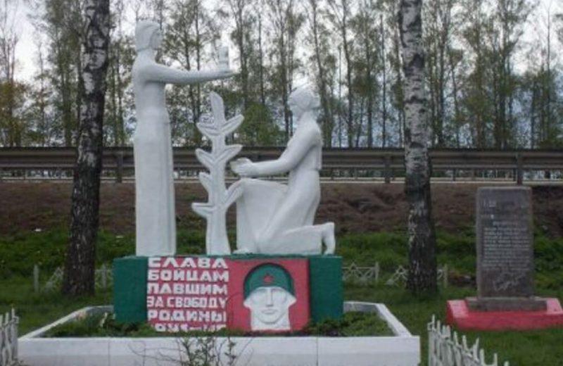 д. Кукуй Венёвского р-на. Памятник, установленный на братской могиле, в которой похоронены советские воины.