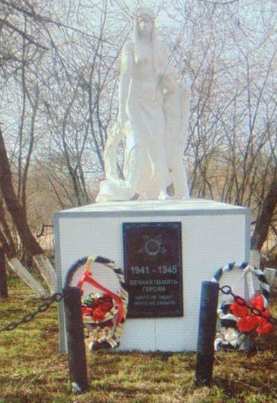 с. Медведки Венёвского р-на. Памятник «Скорбящая мать с сыном».