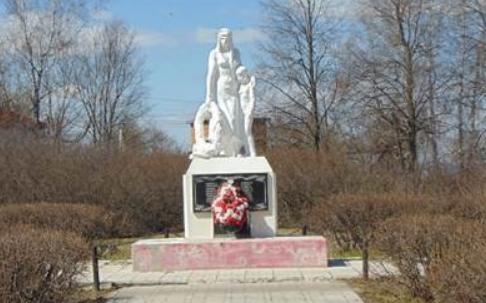 п. Метростроевский Венёвского р-на. Памятник, установленный на братской могиле, в которой похоронены советские воины.