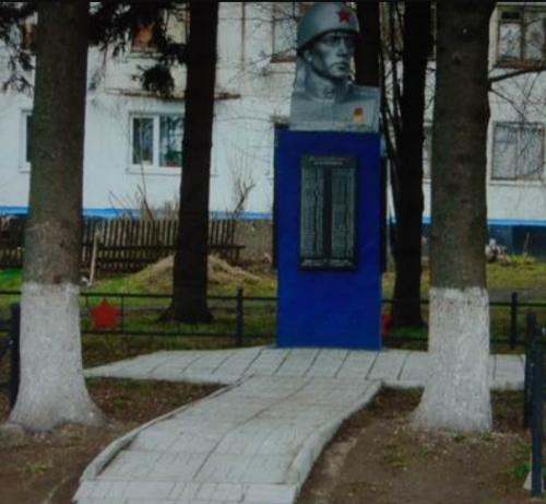 с. Прудищи Венёвского р-на. Памятник, установленный на братской могиле, в которой похоронены советские воины.