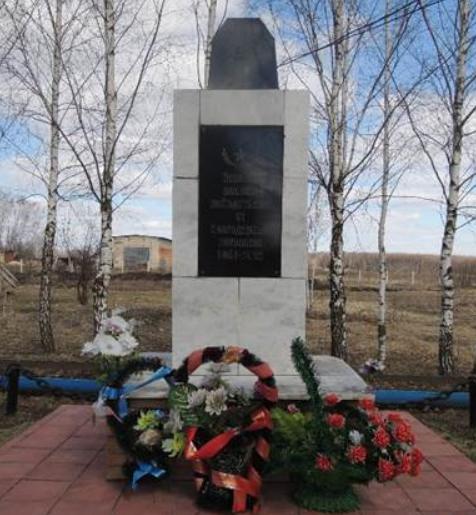 с. Студенец Венёвского р-на. Памятник, установленный на братской могиле, в которой похоронены советские воины.