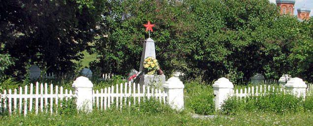 с. Верхоупье Воловского р-на. Памятник погибшим землякам.
