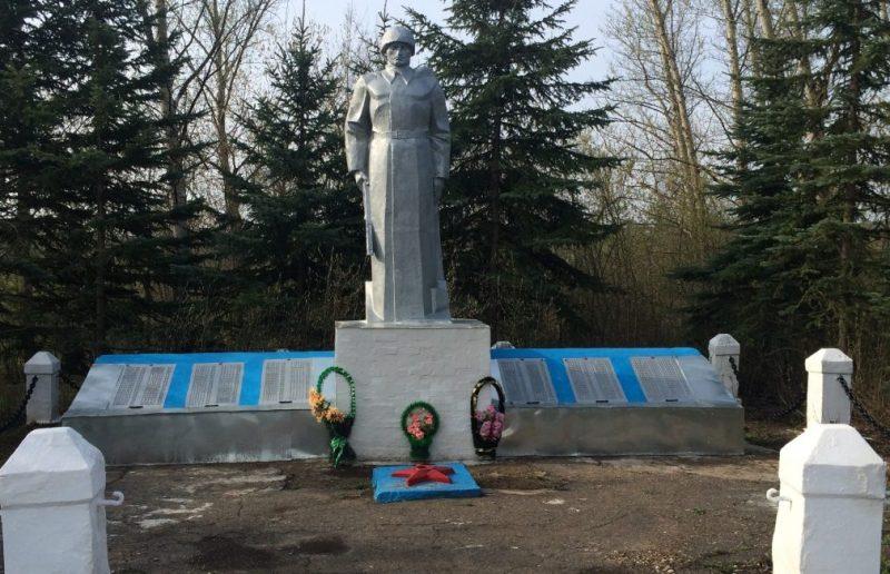 с. Непрядва Воловского р-на. Памятник, установленный на братской могиле, в которой похоронены советские воины, погибшие в годы войны.