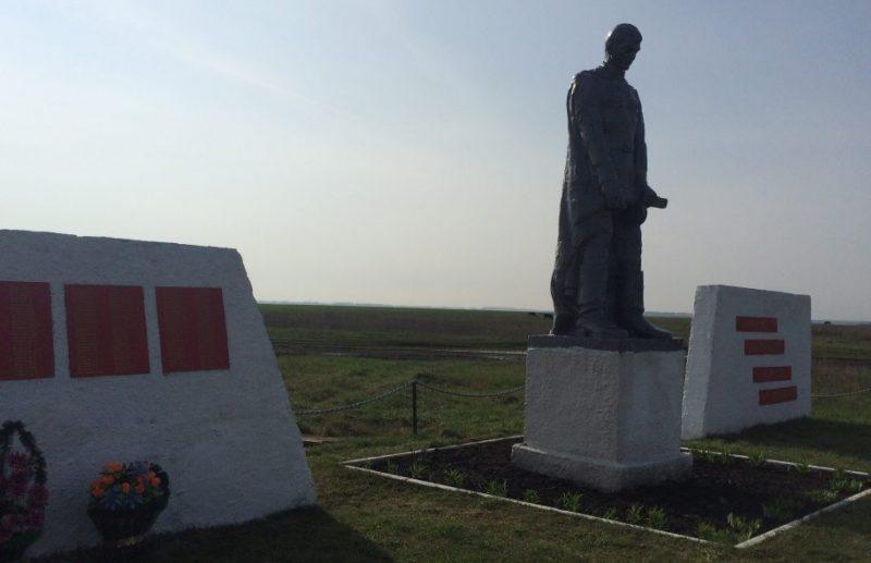 д. Турдей Воловского р-на. Памятник, установленный на братской могиле, в которой похоронены советские воины, погибшие в годы войны.