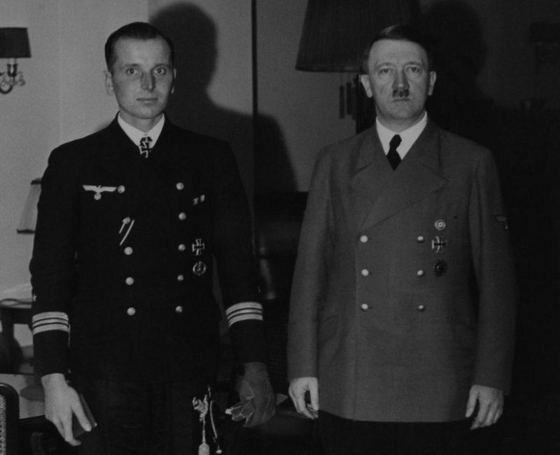 Лучший подводник Кригсмарине Отто Кречмер на приеме у Гитлера. 13 ноября 1940 г.