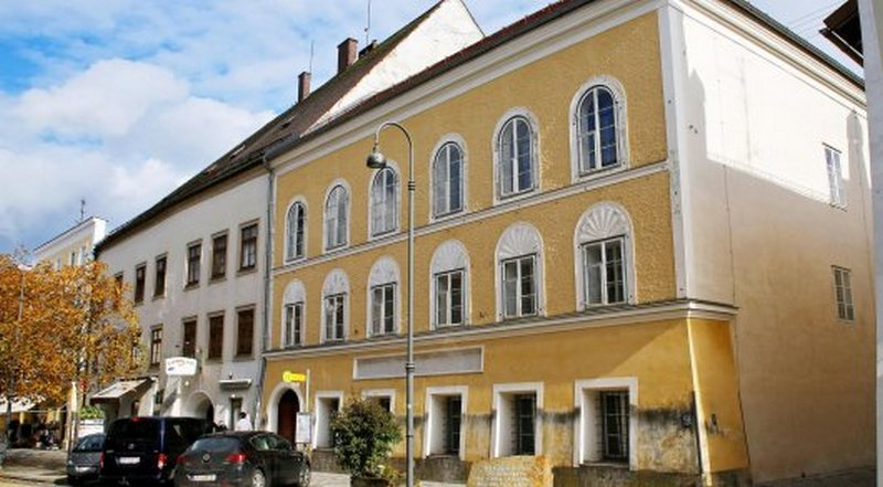 Дом, в котором родился Гитлер.