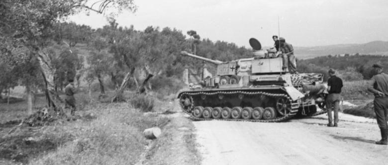Танк немецкой 16-й танковой дивизии в обороне на «Линии Вольтурно».