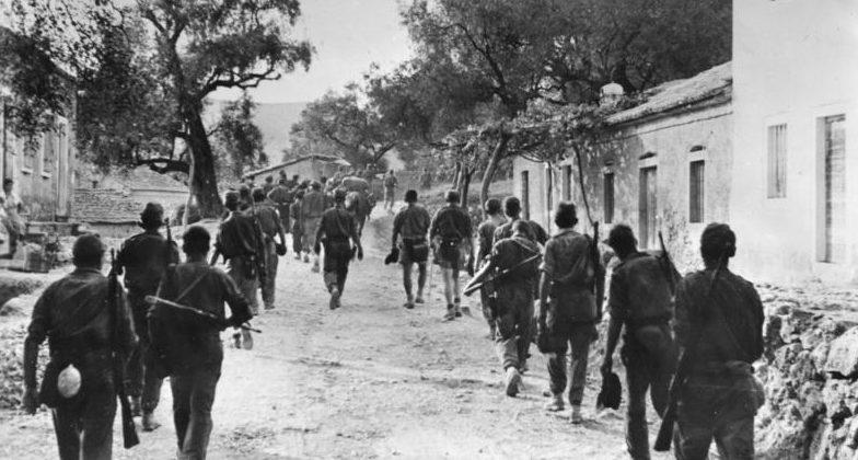 Немецкие солдаты в городе Корфу.