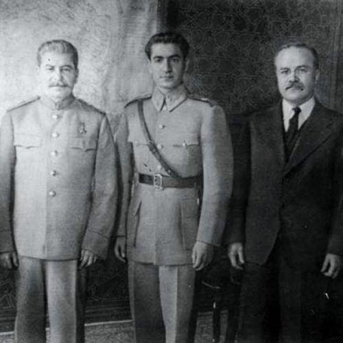 Сталин, Шах Ирана Мохаммед Реза Пехлеви и Молотов на Тегеранской конференции.