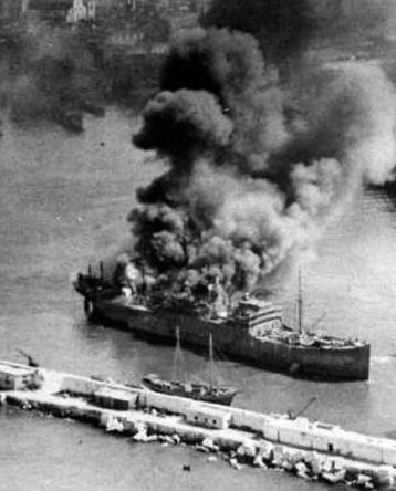Пожары на кораблях Союзников.