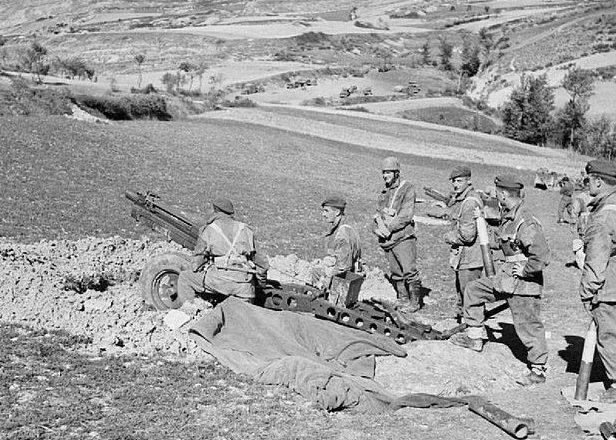 Британские десантники в бою.