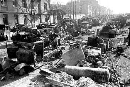 Улица Артема после боев.