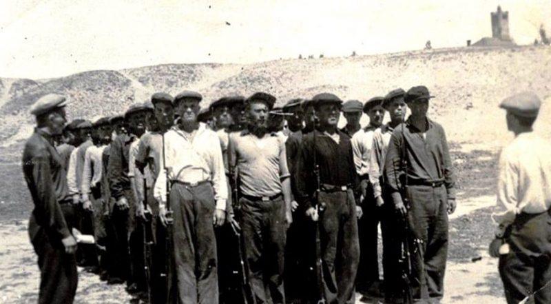 Ополченцы на занятиях. Июль 1941 г.