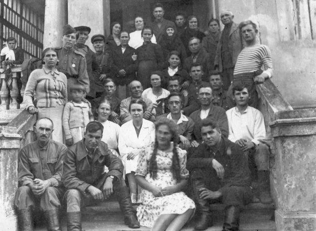 Сотрудники одного из Глуховских госпиталей. Июнь 1941 г.