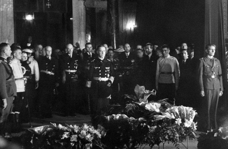 Немецкая делегация на похоронах царя Бориса III в соборе Александра Невского в Софии. Август 1943 г.