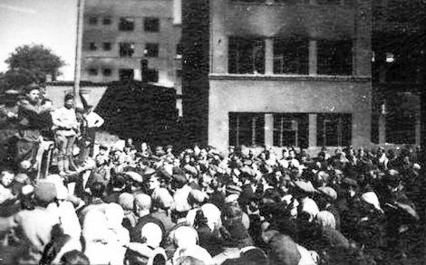 Митинг в честь освобождения города.