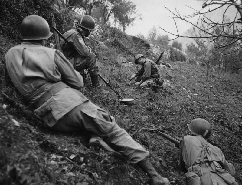 Разминирование берега во время высадки десанта.