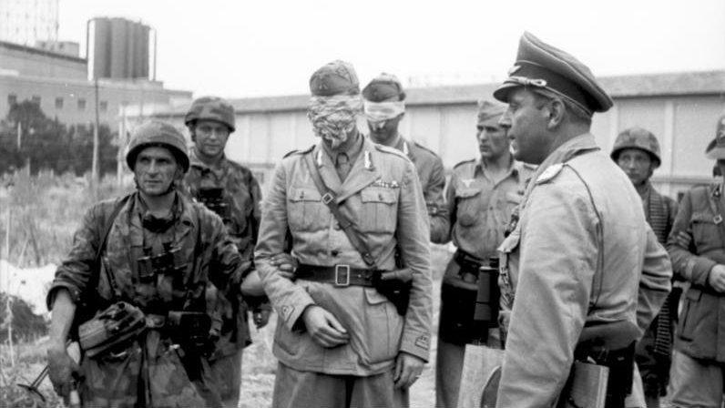 Пленные итальянские солдаты.