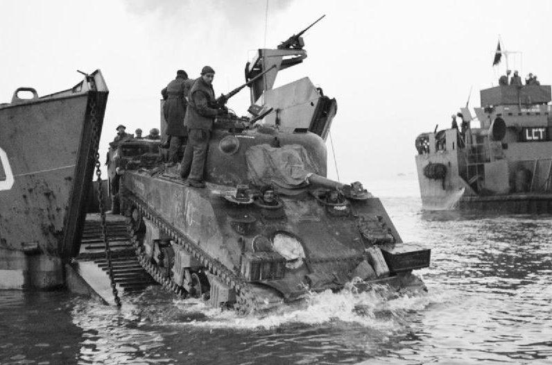 Американские войска высаживаются в Анцио.