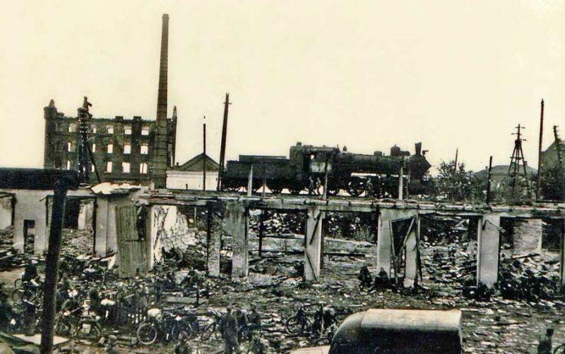 Развалины крюковской лесопилки. Последний рубеж обороны Крюкова. 9 августа 1941 г.