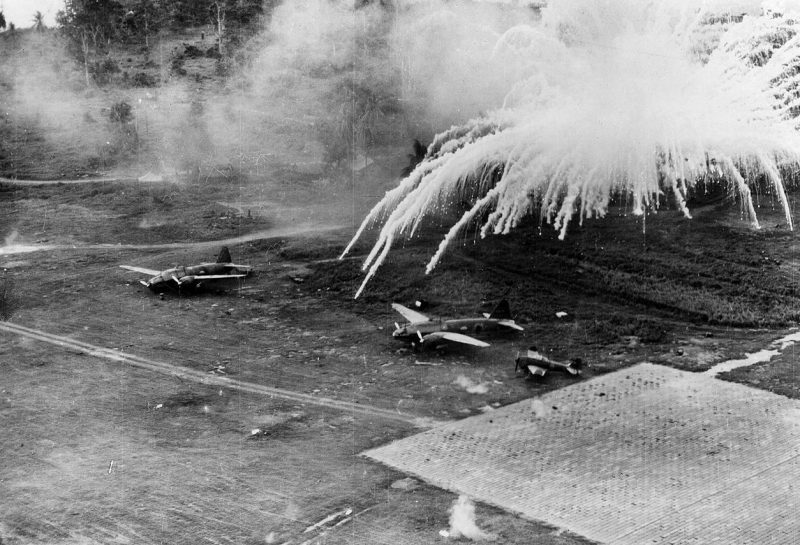 Удар по японскому аэродрому.