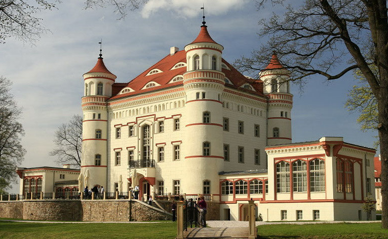 Дворец Воянув.