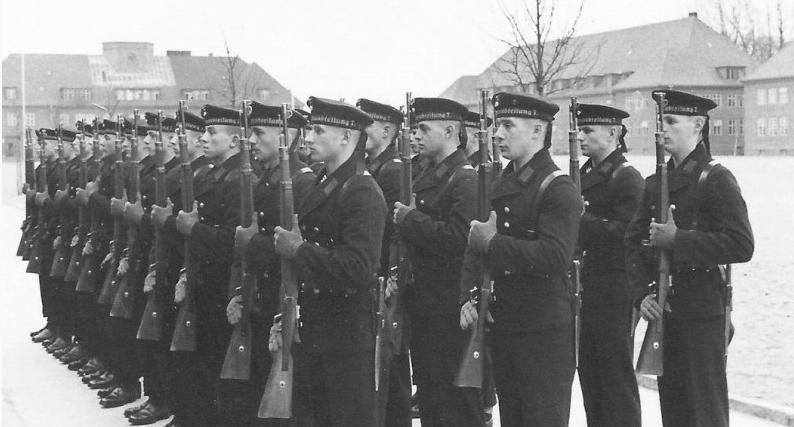 Строевая подготовка в школе Штральзунда. 1938 г.