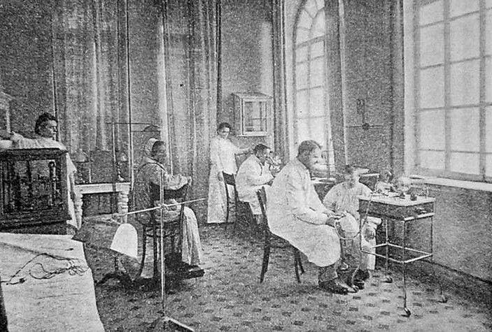 Одно из помещений венерологической лечебницы в начале ХХ века.