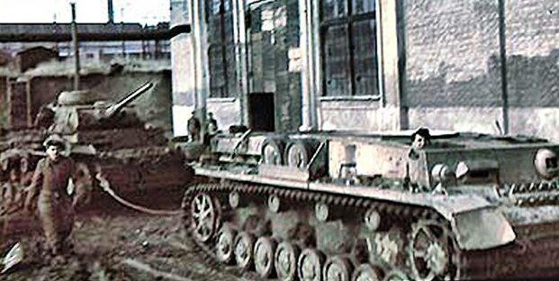 Ремонт танков на заводе им. Ильича. Лето 1941 г.