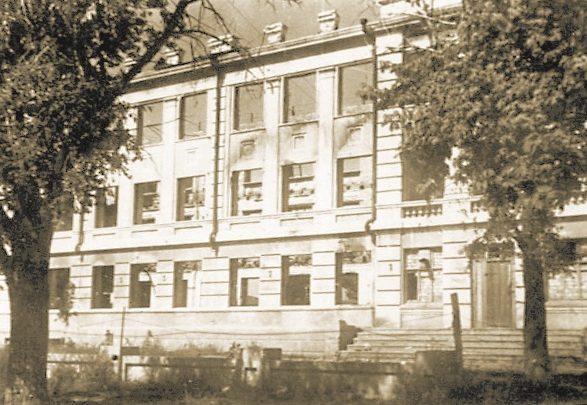 Советский эвакогоспиталь, разместившийся в школе. Лето 1941 г.